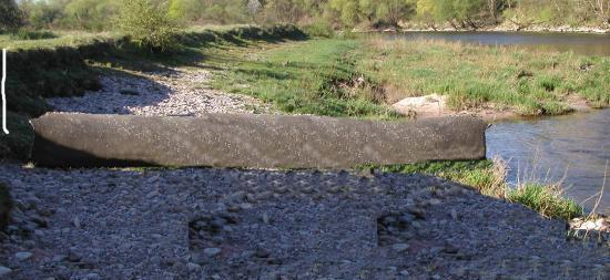 le tuyau d'écoulement des eaux de la station d'épuration